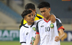 Xúc động hình ảnh bác sĩ 9X Việt Nam an ủi cầu thủ Brunei sau thất bại trước Indonesia