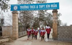 Chuyện phía sau ngôi trường trên mây đẹp nhất Việt Nam: Đi bộ hàng cây số đến trường, con cái học quá giỏi lại trở thành gánh nặng cho cha mẹ