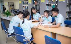 Sinh viên Đại học Tài nguyên và Môi trường Hà Nội hào hứng khi được công bố đáp án sau khi thi