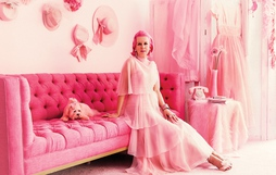 Gặp gỡ quý bà màu hồng lúc nào cũng lòe loẹt như đèn neon