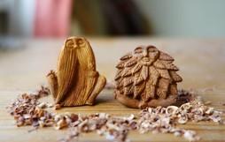 Nghệ sĩ thu thập hạt bơ để điêu khắc thành những bức tượng tinh xảo