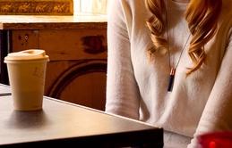Đeo vòng cổ giữ hương thơm để biến thành chai nước hoa di động
