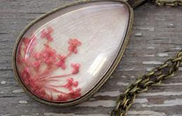 Làm dịu nắng hè cùng bộ sưu tập trang sức hoa cỏ tươi mát