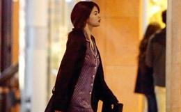 Selena Gomez chứng minh: Đã đẹp thì mặc đồ ngủ ra đường cũng đẹp!