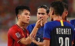 """Trọng """"gắt"""" chỉ thẳng mặt cầu thủ Philippines chơi xấu, bảo vệ em út Văn Hậu"""