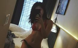 Đăng ảnh diện bikini đầu năm, Đông Nhi khiến fan ngỡ ngàng bởi vóc dáng chuẩn và nóng bỏng
