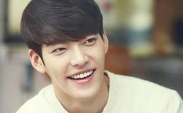 """Tài tử """"Người thừa kế"""" Kim Woo Bin đã hoàn toàn bình phục và tóc mọc dài trở lại sau 1 năm điều trị ung thư"""