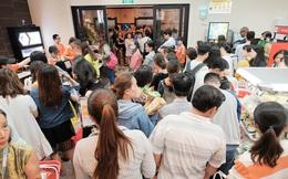 Khách xếp hàng dài vào mua sắm ở 7-Eleven Sài Gòn trong ngày đầu tiên mở cửa