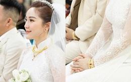 """Ngắm trang sức đắt tiền của Bảo Thy trong hôn lễ sáng nay: Kim cương """"siêu to khổng lồ"""", vàng đầy cả tay"""