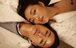 """Trang & Linh Khiếu: """"Chị em mình chẳng hề giống Gigi & Bella Hadid chút nào!"""""""