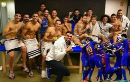 """""""Ronaldo đắp mặt nạ dưỡng da, cầu thủ Barca co rúm hậu Siêu kinh điển"""""""