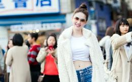 """Ngọc Trinh tự tin khoe """"vòng eo 56"""" nổi tiếng giữa đường phố Nhật Bản"""