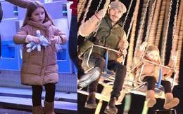 """""""Công chúa"""" Harper Beckham hí hửng đi chơi đón Giáng sinh cùng gia đình"""