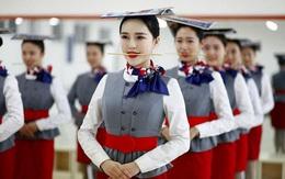 """Những bài tập """"khó nhằn"""" dành cho các cô gái xinh đẹp nuôi mộng làm tiếp viên hàng không ở Trung Quốc"""