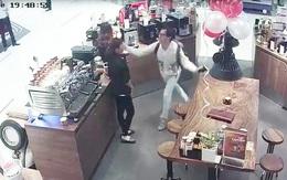 Clip gây sốc: Chủ chuỗi tiệm trà - cafe nổi tiếng Sài Gòn tát nữ nhân viên bán hàng tại Trung tâm thương mại