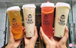 Đội mưa xếp hàng dài để được thưởng thức loại trà sữa mới toanh tại Hà Nội