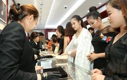 Huy Thanh Jewelry TP.HCM: Hàng trăm người xếp hàng dài trong ngày khai trương