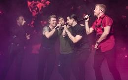 Sau 20 năm, giờ Backstreet Boys ôm ấp, hát tình ca cho thành viên NSYNC thế này đây!