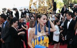 """Ngày cuối Cannes, vẫn có người đẹp Cbiz vô danh quyết """"chơi trội"""" bằng váy rồng và mũ """"cách cách"""" phản cảm"""