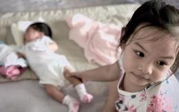 Quang Huy kể chuyện con gái 4 tuổi muốn bảo vệ và chạy đi kiếm sữa cho em mới sinh