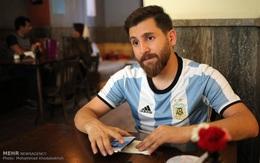 Xuất hiện bản sao giống hệt Messi từ râu đến tóc