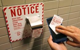 Không chỉ con người, điện thoại di động cũng sử dụng giấy cuộn vệ sinh nhé!