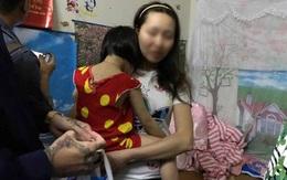 Gia đình người mẹ đánh con ở siêu thị đau lòng vì những bình luận ác ý trên mạng xã hội