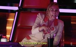 """The Voice Mỹ: Miley Cyrus """"phát điên"""" với chàng trai có đôi chân """"xoắn quẩy"""""""
