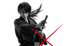 """Cha đẻ """"Lãng Khách Kenshin"""" bị bắt vì trữ phim ấu dâm, hình tượng samurai với vết sẹo dấu X sắp kết thúc?"""