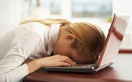 Bỏ ngay những tư thế khi học và làm việc sau kẻo hỏng dáng lúc nào không hay