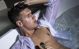 Trai đẹp Next Top Hà Lan lộ hàng khi chụp ảnh sexy