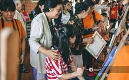 Bà Tôn Nữ Thị Ninh trao học bổng cho những hoàn cảnh đặc biệt ở Sài Gòn
