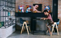 Không chỉ là họa sĩ khuyết tật, Lê Minh Châu đã trở thành chủ quán cafe kết hợp lớp dạy vẽ ở Sài Gòn
