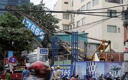 Đà Nẵng: Đang thi công khách sạn, xe cẩu cao gần chục mét bị đổ nghiêng đè vào nhà dân