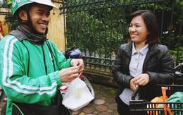 """Cô gái Hà Nội nấu """"cơm xe ôm 15k"""" cho tài xế GrabBike, ship tận tay bằng xe đạp điện mỗi buổi trưa"""