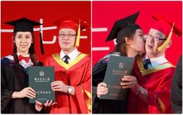 Nhân ngày tốt nghiệp, nữ sinh xinh đẹp thơm trộm thầy Hiệu trưởng trước sự ngỡ ngàng của cả hội trường