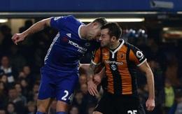 """Cầu thủ điển trai bị nứt sọ sau pha """"đấu đầu"""" với sao Chelsea"""