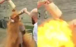 Bị bạn bè trói và ném gia vị vào người, chàng trai trẻ bất ngờ bốc hỏa rồi ngã vật xuống đất