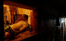 """Những """"ngôi nhà quan tài"""" rộng vài m2: Cuộc sống tù túng, ngột ngạt của hàng nghìn người dân Hong Kong"""