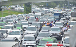 Kẹt xe kinh hoàng ở cửa ngõ ra vào sân bay Tân Sơn Nhất suốt nhiều giờ liền
