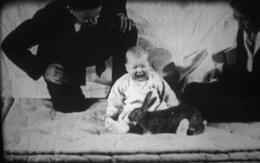 """""""Albert bé nhỏ"""" - một trong những thí nghiệm tàn ác nhất với trẻ em xuyên suốt lịch sử loài người"""