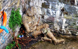 """Phát hiện """"xác ướp"""" bí ẩn dạt vào bờ sông, người dân hốt hoảng gọi cảnh sát rồi nhận ra sự thật bất ngờ"""