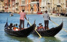 """Thích đi du lịch """"chùa"""", cặp tình nhân trộm thuyền vòng quanh Venice rồi nhận ngay cái kết thê thảm"""