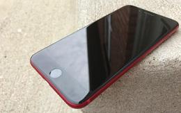 iPhone 7 Plus ĐỎ RỰC có mặt trước màu trắng quá ngứa mắt, thanh niên này đã làm một điều không ai tưởng