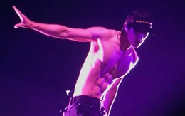 """Fan """"khô máu"""" vì sân khấu 6 múi đẹp như tượng tạc của Sehun (EXO)"""