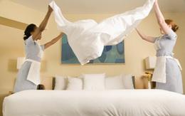 Trông sạch sẽ tinh tươm là thế nhưng bạn sẽ sốc khi biết nhân viên khách sạn đã dọn phòng như thế nào