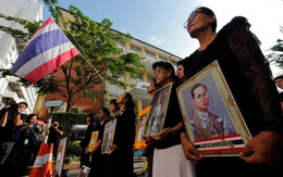 Một năm ngày mất Quốc vương Bhumibol Adulyadej: Những hình ảnh nỗi đau mất mát mà người dân Thái Lan không bao giờ quên