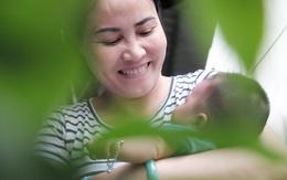 Nhặt được em bé sơ sinh trước cổng chùa, người phụ nữ giúp việc mang về nuôi nấng yêu thương