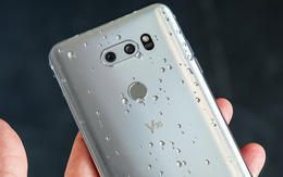 LG V30 vừa chính thức ra mắt: Snapdragon 835, 4GB RAM, màn OLED 6 inch, camera kép, pin 3.300 mAh, chạy Android 7.1.2