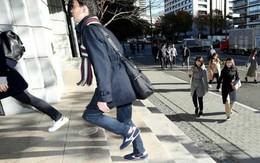 Trào lưu mặc vest, đi giày sneaker tới chỗ làm của giới công sở Nhật Bản và sự thật ý nghĩa đằng sau